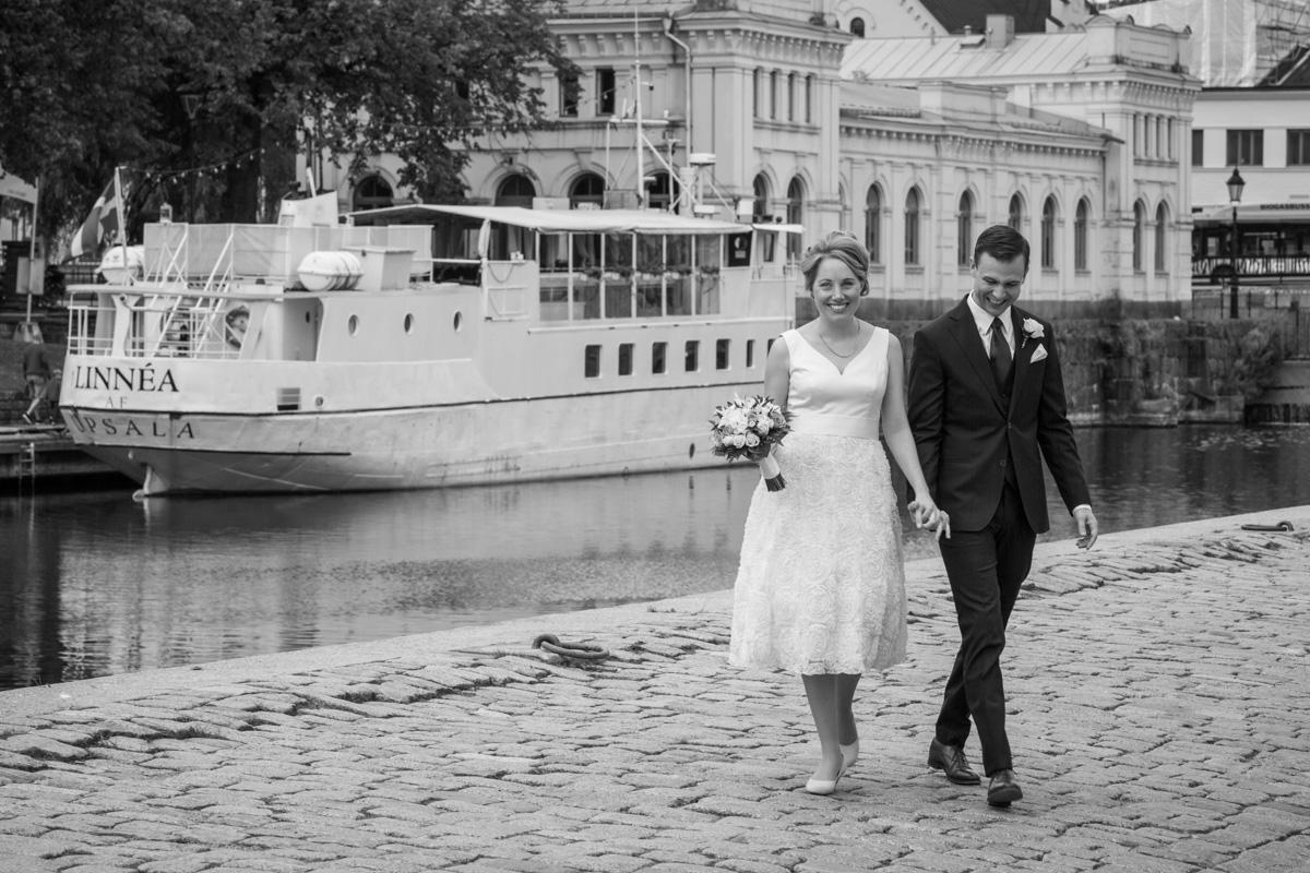 Bröllopsfotograf i Uppsala vid Fyrisås